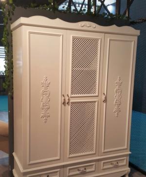 Распашные двери с декоративными накладками Рубцовск