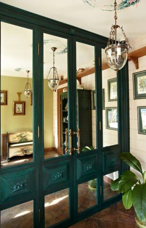 Распашные двери филенкой и декоративными накладками Рубцовск
